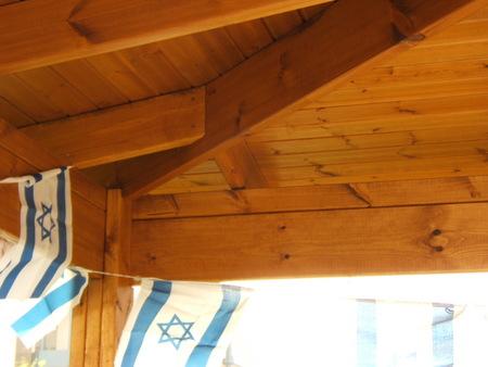 בניית פרגולות שינגלס ורשתות עץ